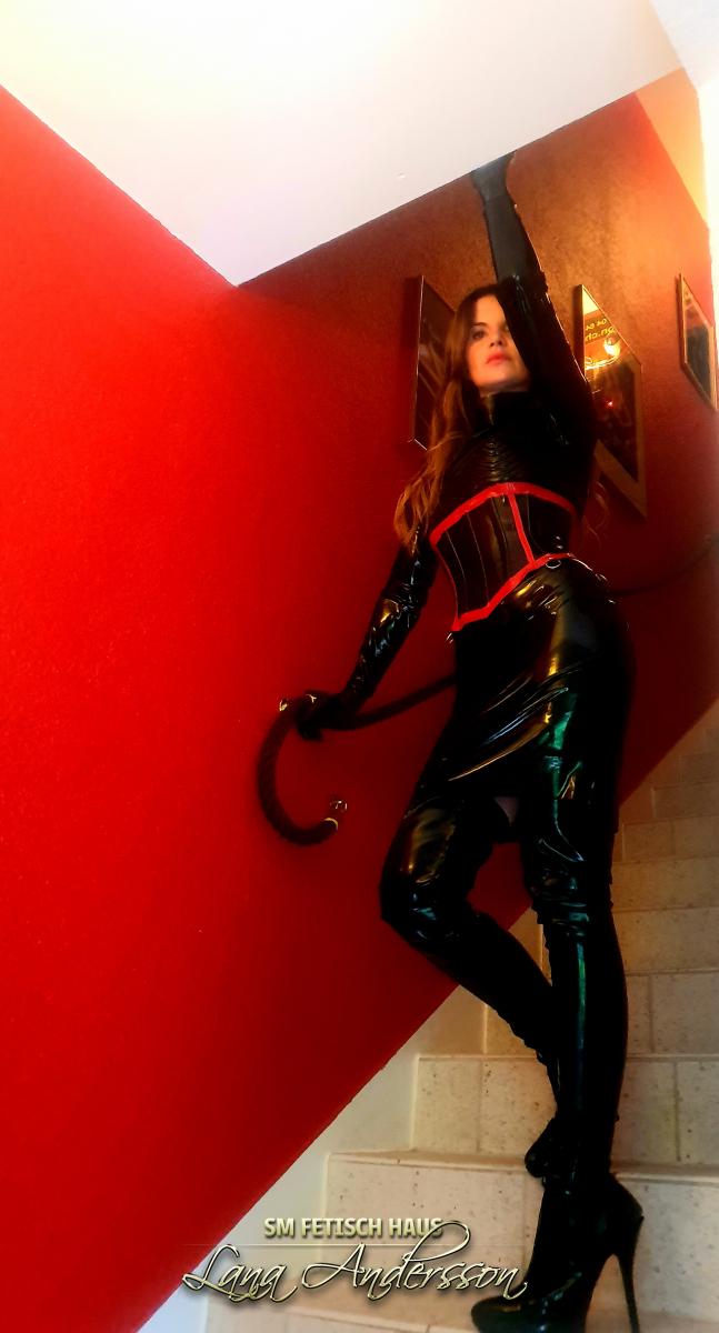 Bizarr Lady Edina.                     - Bild 3